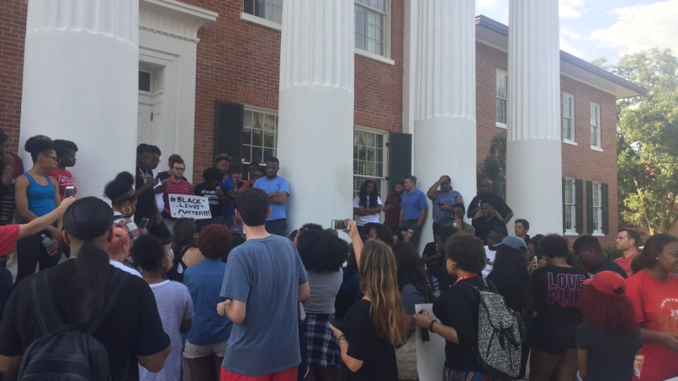 Ole Miss chancellor decries lynching comment
